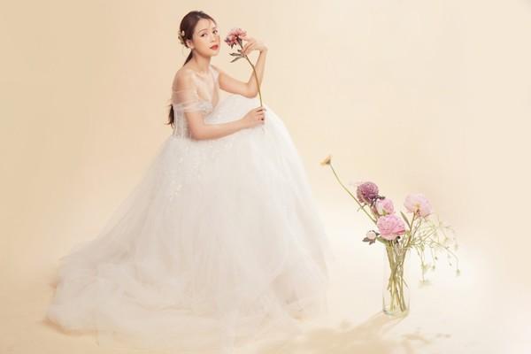 Sam xinh đẹp trong váy cưới, chia sẻ về kế hoạch làm đám cưới trong mơ