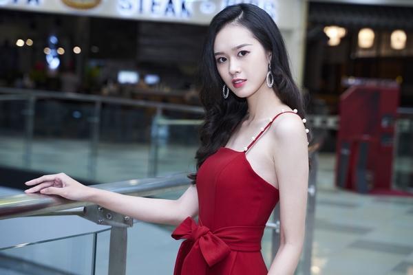 Diễn viên Quỳnh Anh: 'Danh xưng 'bình hoa di động' không phù hợp với mình'