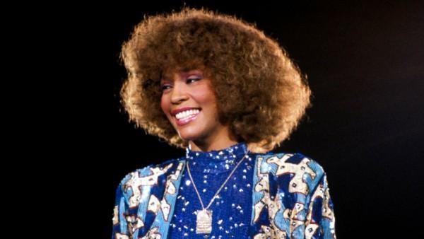 Sony làm phim về huyền thoại âm nhạc Whitney Houston