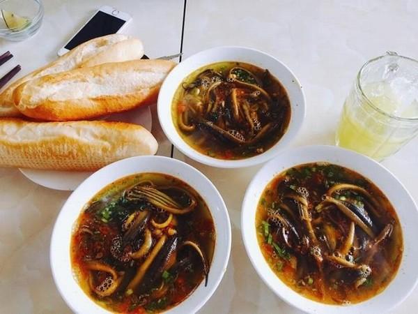 Súp, cháo lươn cay Nghệ An, món ăn sáng khoái khẩu những ngày mưa lạnh