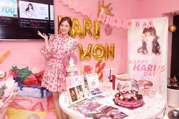 Fan bất ngờ tổ chức sinh nhật, Hari Won hạnh phúc đón tuổi 35