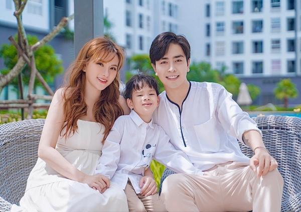 Gia đình Thu Thủy hạnh phúc kể chuyện 'bầu bí' trong MV mới
