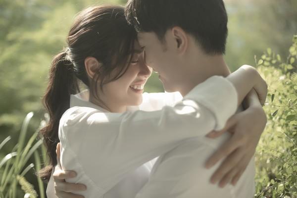 Ngắm ảnh cưới đơn giản mà ngọt ngào của Thúy Vân và chồng doanh nhân