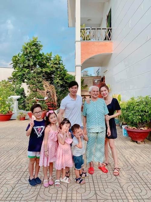 Ngô Thanh Vân vui mừng khi 350 em được cứu sống