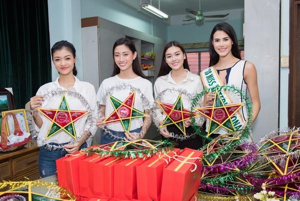 Á hậu Tường San và Hoa hậu quốc tế Mariem Valazco giản dị đi làm từ thiện