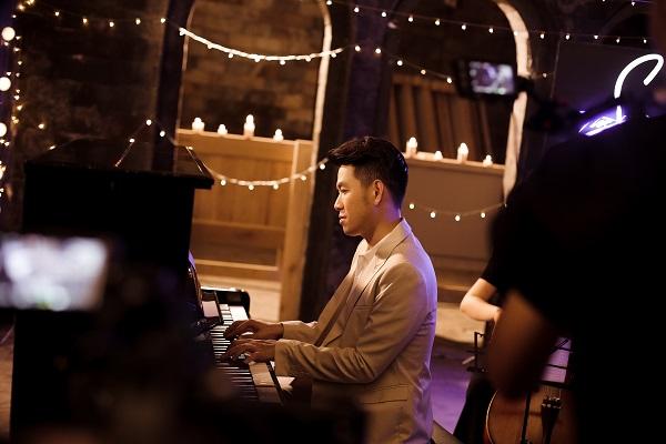 Hồ Trung Dũng da diết với tình ca của cố nhạc sĩ Phạm Duy