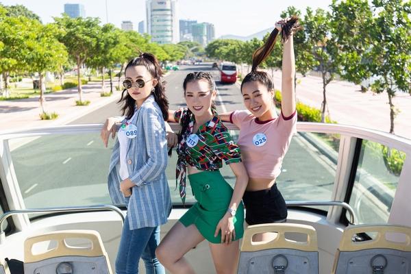 Thí sinh Miss World Vietnam 'lột xác' với bộ ảnh high fashion trên xe bus