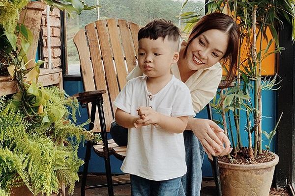 Dù bận rộn, Dương Cẩm Lynh vẫn muốn dành thời gian cho con trai