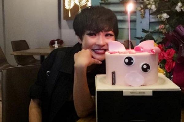 Phương Thanh thổi nến mừng sinh nhật cùng người hâm mộ