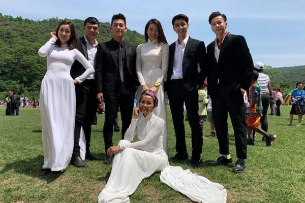 Song Luân bảnh bao, Đỗ Mỹ Linh và H'hen Niê diện áo dài Việt tại Triều Tiên