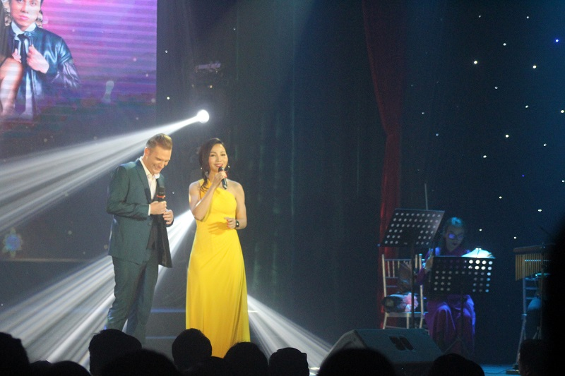 """Giọng ca đẹp Khánh Loan bay bổng cùng Kyo York trong live concert """"Đong đầy nỗi nhớ 2"""""""