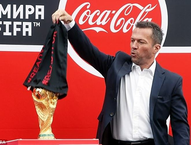 Cúp vàng thế giới đến Nga, chờ trao tay nhà vô địch World Cup 2018