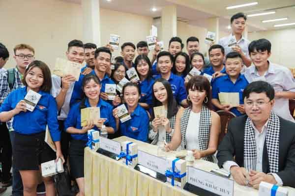 """Siêu mẫu Hà Anh: """"Sách quý giúp người trẻ có tinh thần chiến binh trong khởi nghiệp"""""""