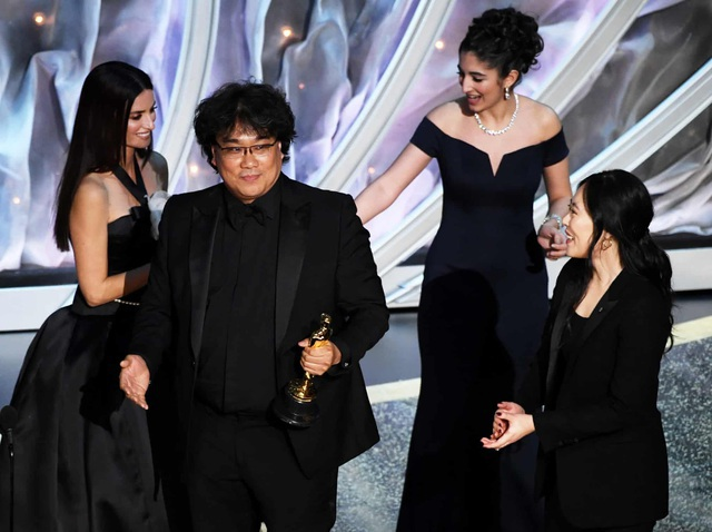 Ký sinh trùng đại thắng với cùng lúc 4 giải thưởng, nghệ sĩ Việt nói gì?