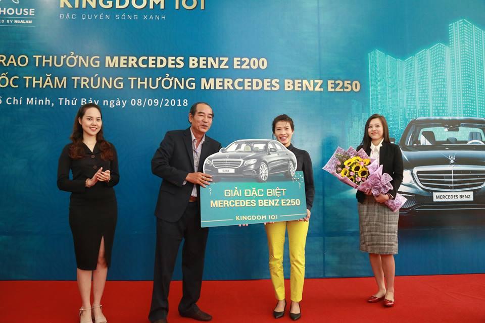 Chủ đầu tư Kingdom 101 trao tặng xe Mercedes Benz E200 cho khách hàng may mắn
