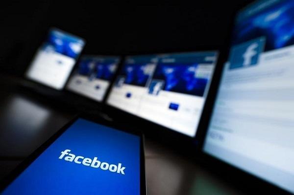 Facebook mất gần 75 tỉ USD vì bê bối dữ liệu