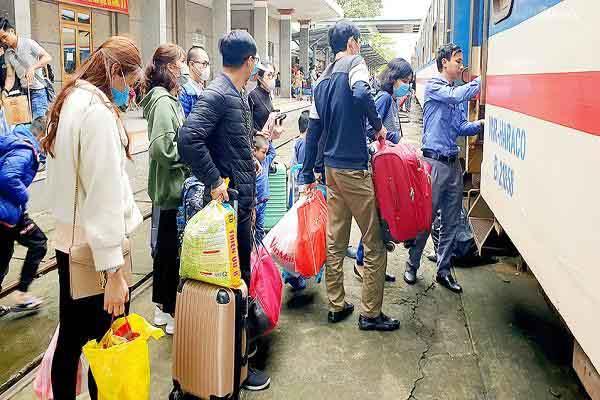 Hành khách đều phải xét nghiệm y tế khi tới ga Sài Gòn