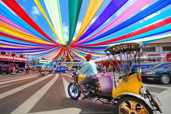 Thích thú với đường phố sắc màu trên đất Thái