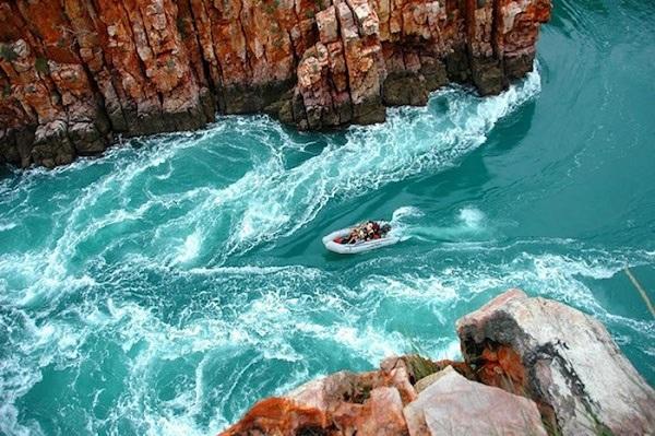 3 thác nước kì dị nhất thế giới