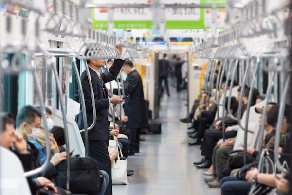 Người Nhật và câu chuyện tàu điện ngầm