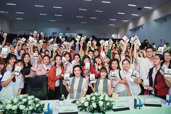 Hoa hậu Giáng My: Sách quý là kim chỉ nam soi sáng cho thanh niên Việt