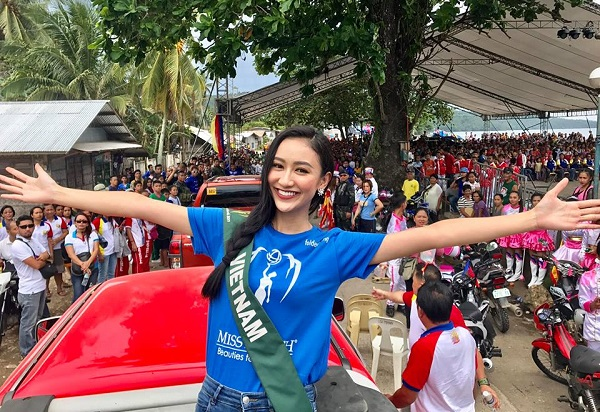 Hà Thu nói tiếng Anh lưu loát tại vòng thi phỏng vấn Miss Earth 2017