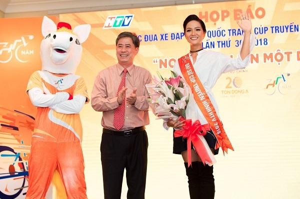 Hoa hậu H'hen Nie làm Đại sứ cuộc đua xe đạp tranh Cúp truyền hình TP.HCM