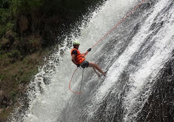 Thử thách bản thân với tour trượt thác mạo hiểm ở Đà Lạt