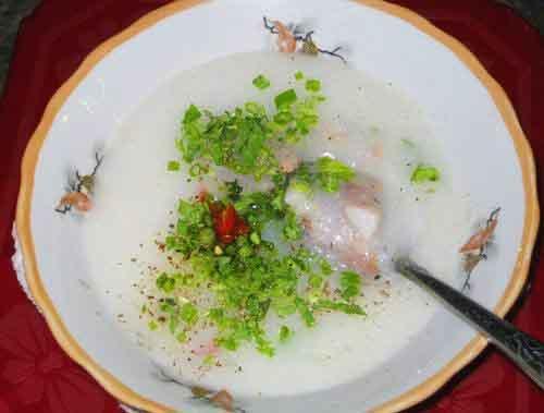 Ấm bụng cháo sườn chợ Tân Định