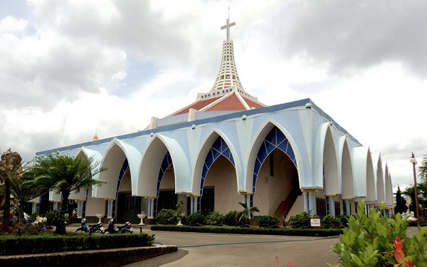 Nhà thờ Bảo Lộc độc đáo với kiến trúc bánh chưng bánh dày