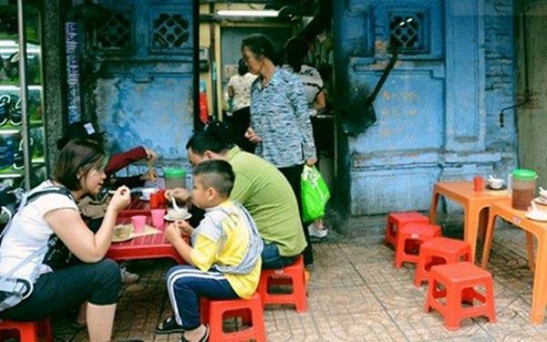 Quán chè nhà Đèn nổi tiếng 70 năm ở Sài Gòn