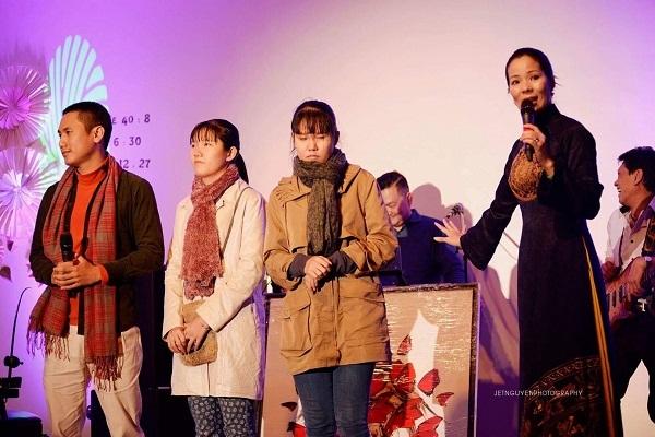 Gánh hát của Hoàng Minh Phi quảng bá hình ảnh áo dài tại Pháp
