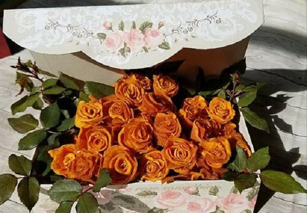 Học cách biến hồng sấy dẻo thành giỏ hoa
