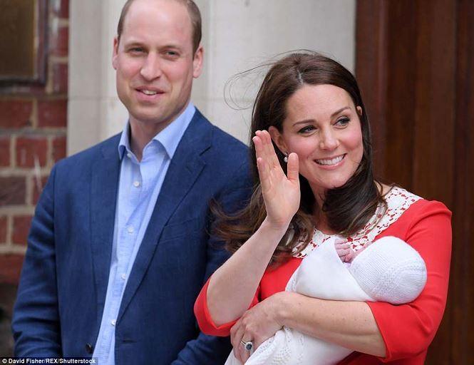 Những hình ảnh đầu tiên về con trai thứ 3 của hoàng tử William
