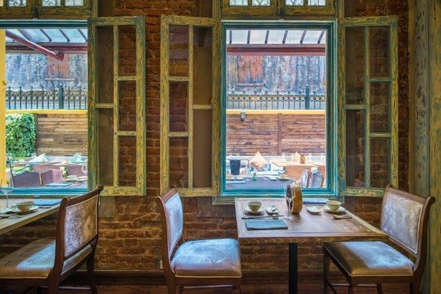 2 nhà hàng cổ kính ở Hà Nội nhất định phải ghé qua