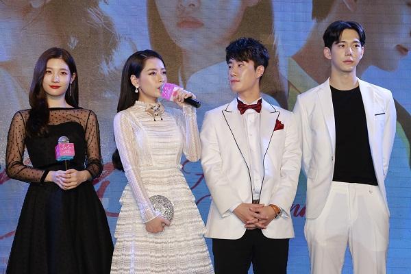 Chi Pu xinh đẹp cùng dàn diễn viên Hàn Quốc trong ngày ra mắt phim