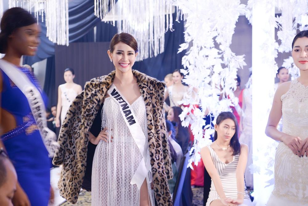 Liên Phương lộng lẫy tại Hoa hậu Đại sứ du lịch Thế giới 2017