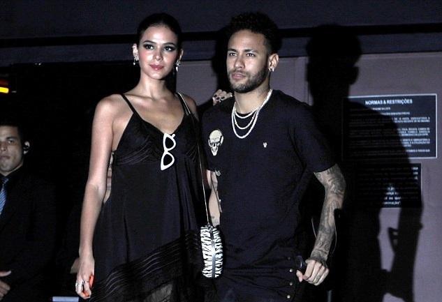 Neymar ăn chơi, bao giờ mới được như Ronaldo và Messi?