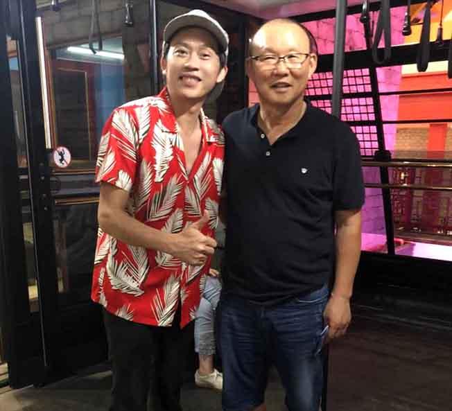 Nghệ sĩ ăn mừng Olympic Việt Nam vào bán kết Asiad
