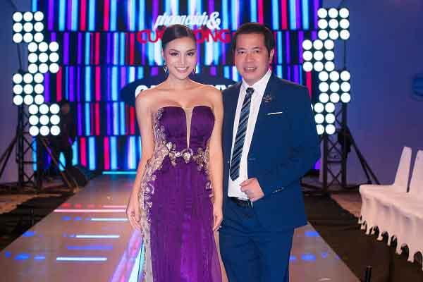 Nữ Hoàng sắc đẹp Trần Huyền Nhung thướt tha quyến rũ trong sắc tím tại sự kiện