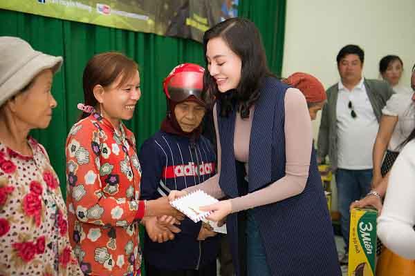 Nữ Hoàng sắc đẹp Trần Huyền Nhung với Mr & Ms International Business hành trình thiện nguyện tại Sơn Hoà, Phú Yên