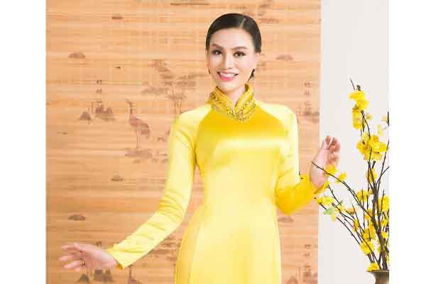 Nữ hoàng sắc đẹp Trần Huyền Nhung dịu dàng sắc xuân bên tà áo dài truyền thống