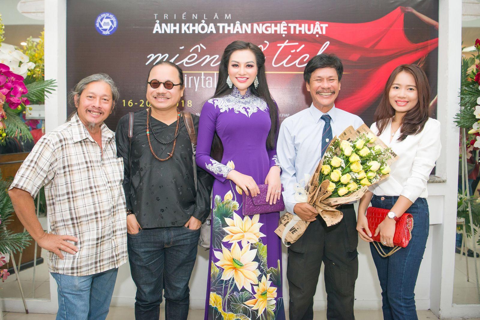 Nữ hoàng Trần Huyền Nhung 'bật mí' về dự án nghệ thuật Nude tại triển lãm của Thái Phiên