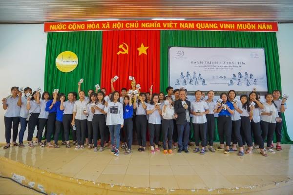 Hàng ngàn cuốn sách quý đã trao tay học sinh nội trú Đắk Nông