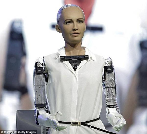 Cô nàng robot đầu tiên có quyền công dân nói gì khi tới Việt Nam?