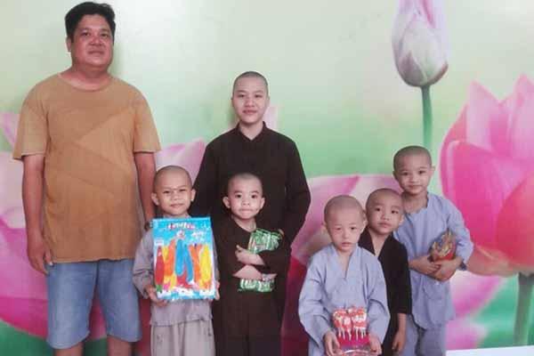 """Tịnh Thất Bồng Lai được xin lỗi, khán giả an tâm về các chú tiểu """"Thách thức danh hài"""""""