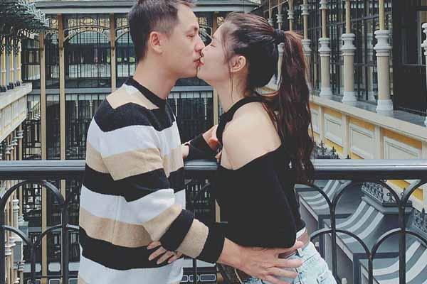 Vợ chồng Đăng Khôi hôn nhau say đắm ở Sa Pa