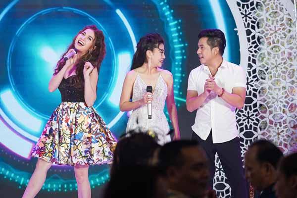 Hóa ra cũng có lúc Kha Ly nhảy cực sung, hát nhạc sôi động trên sân khấu