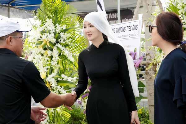 Hoa hậu Giáng My nghẹn giọng ngày tiễn đưa bố