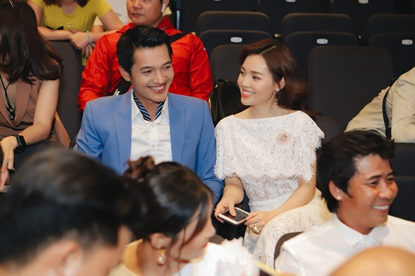 Lý do vợ trẻ lùi về phía sau để Quang Tuấn chuyên tâm đóng phim